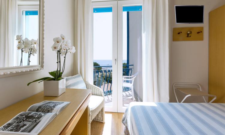Camere jesolo 3 stelle hotel plaza esplanade for Esse arredi